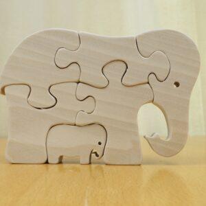 Puzzelolifant met jong in elkaar